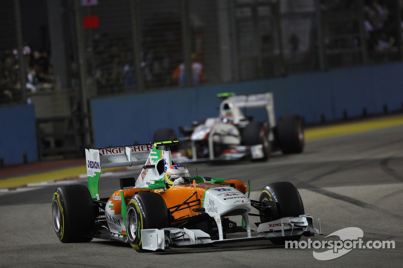 Paul di Resta, Force India F1 Team leads Sergio Perez, Sauber F1 Team