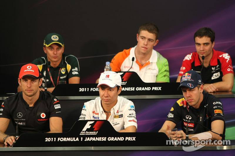 Jenson Button, McLaren Mercedes, Kamui Kobayashi, Sauber F1 Team and Sebastian Vettel, Red Bull Raci