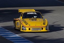 Porsches take to the track