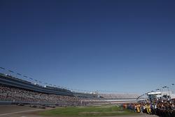 Drivers complete a five lap tribute to Dan Wheldon