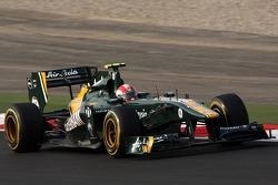 Jarno Trulli, Team Lotus memakai replika helm Marco Simoncelli