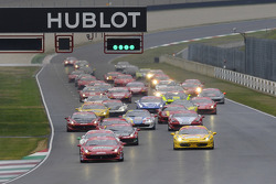 Start: race 1 Ferrari Challenge Italia and North America