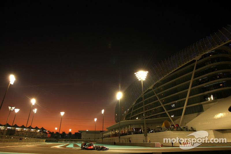 2011 Abu Dhabi GP: Lewis Hamilton, McLaren Mercedes