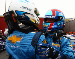 Yvan Muller, Chevrolet Cruz 1.6T, Chevrolet WTCC Champion 2011 and Robert Huff, Chevrolet Cruze 1.6T, Chevrolet race winner, Race1 and Race2