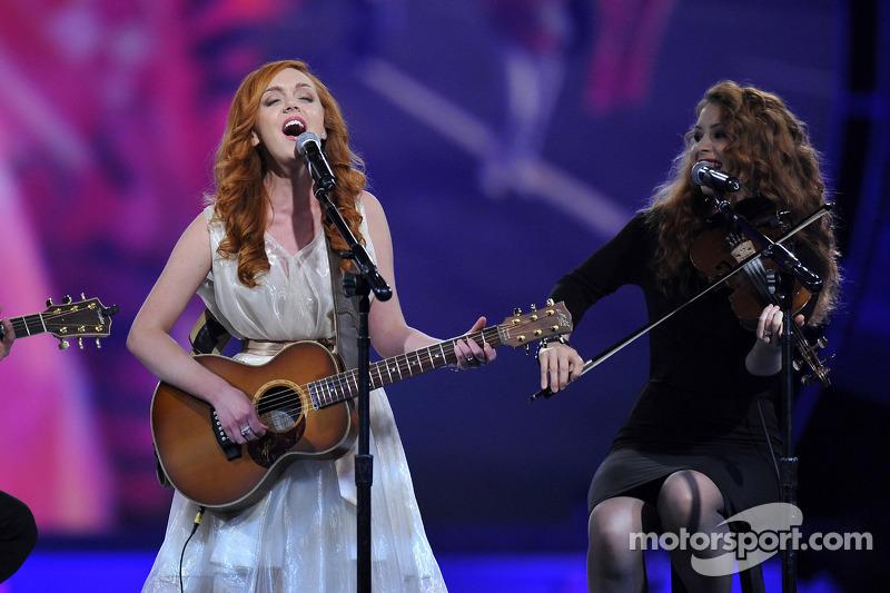 Singer Ella Mae Bowen