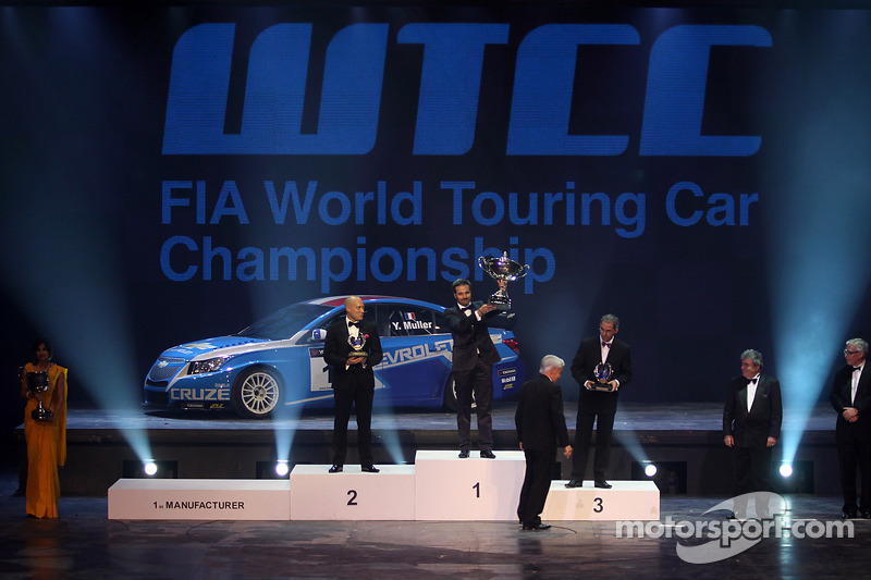 WTCC champion Yvan Muller, second place Robert Huff, third place Alain Menu