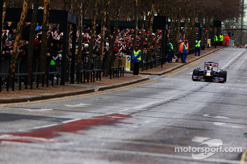 Mark Webber does donuts on the streets of Milton Keynes