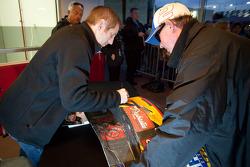 Autograph session: Greg Biffle, Roush Fenway Racing Ford