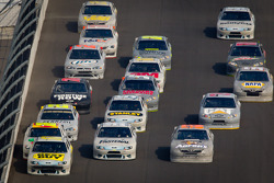 Matt Kenseth, Roush Fenway Racing Ford leads the pack