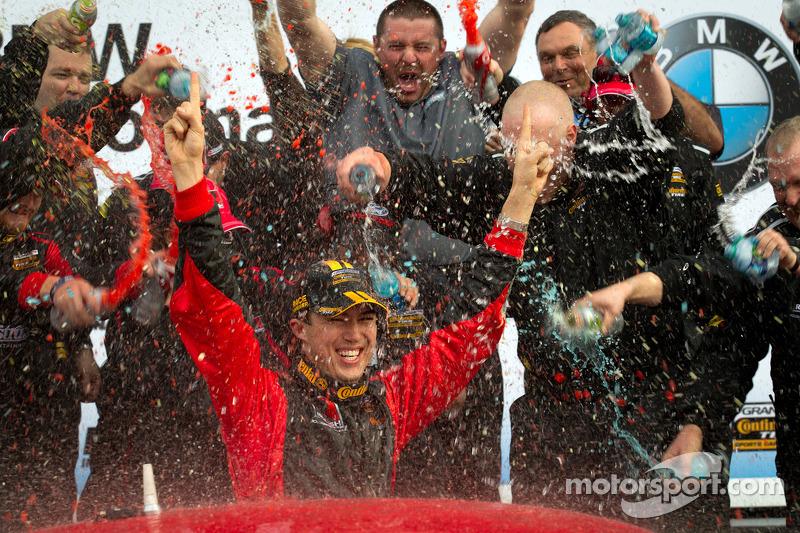 GS victory lane: winnaar klasse en algemeen Billy Johnson