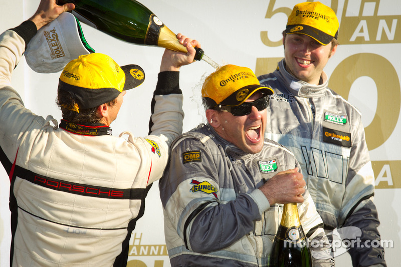 GT podium: Andy Lally krijgt douche met champagne