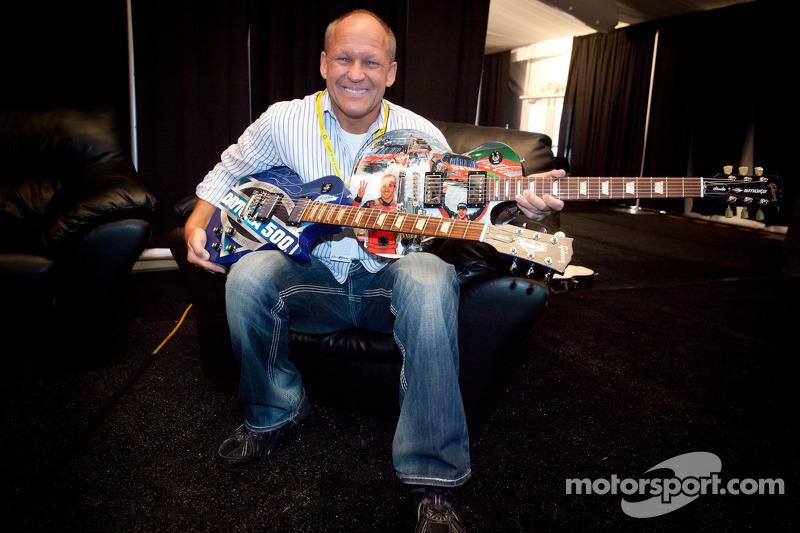 Sam Bass en zijn gitaren