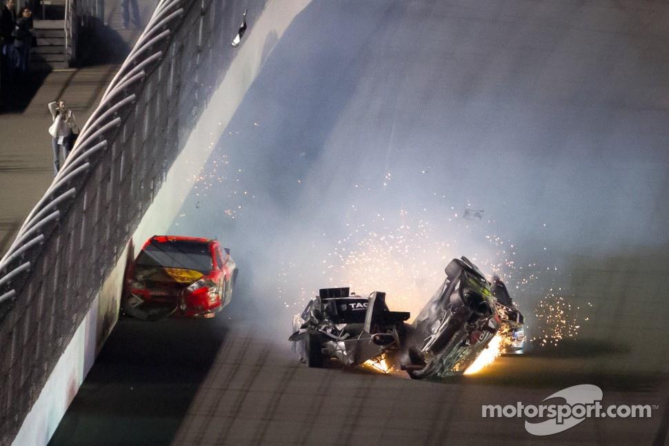 Lap 74 crash: Jeff Gordon, Hendrick Motorsports Chevrolet crashes and flips upside down, Kurt Busch, Phoenix Racing Chevrolet and Jamie McMurray, Earnhardt Ganassi Racing Chevrolet follow