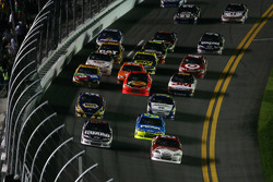 Dale Earnhardt Jr., Hendrick Motorsports Chevrolet and Kevin Harvick, Richard Childress Racing Chevrolet lead the field