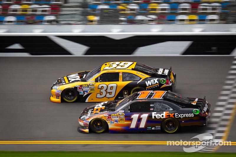 Ryan Newman, Stewart-Haas Racing Chevrolet en Denny Hamlin, Joe Gibbs Racing Toyota