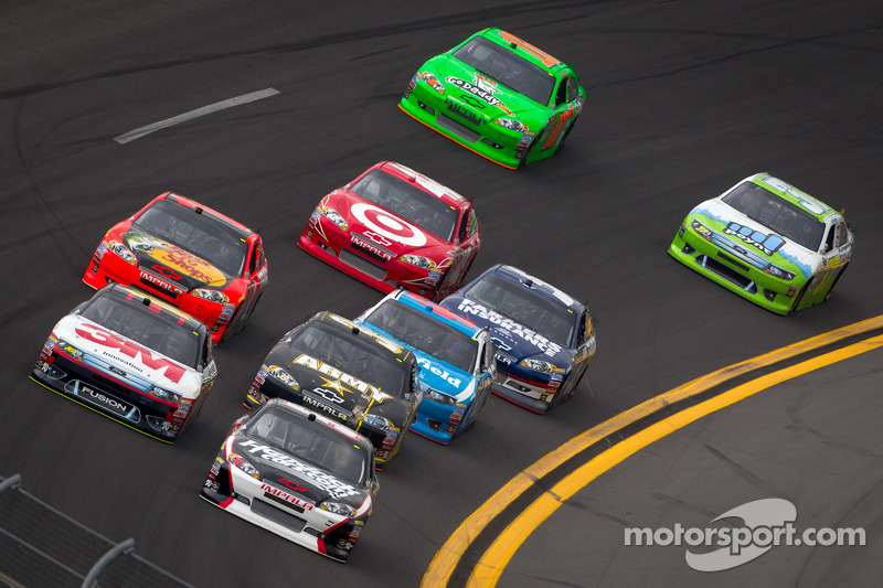 Kurt Busch, Phoenix Racing Chevrolet en Greg Biffle, Roush Fenway Racing Ford groep wagens