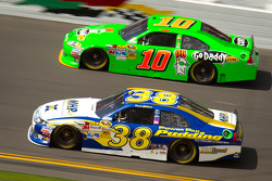 Danica Patrick, Stewart-Haas Racing Chevrolet, David Gilliland, Front Row Motorsports Ford