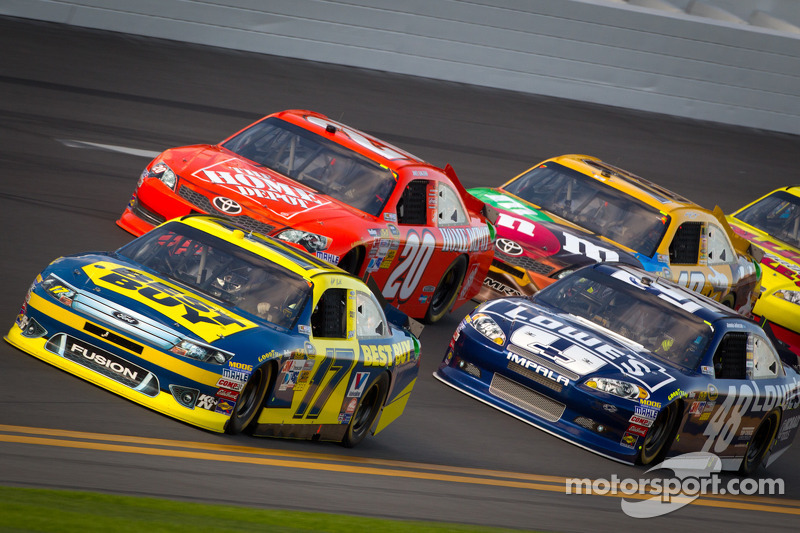 Matt Kenseth, Roush Fenway Racing Ford, Joey Logano, Joe Gibbs Racing Toyota, Jimmie Johnson, Hendrick Motorsports Chevrolet