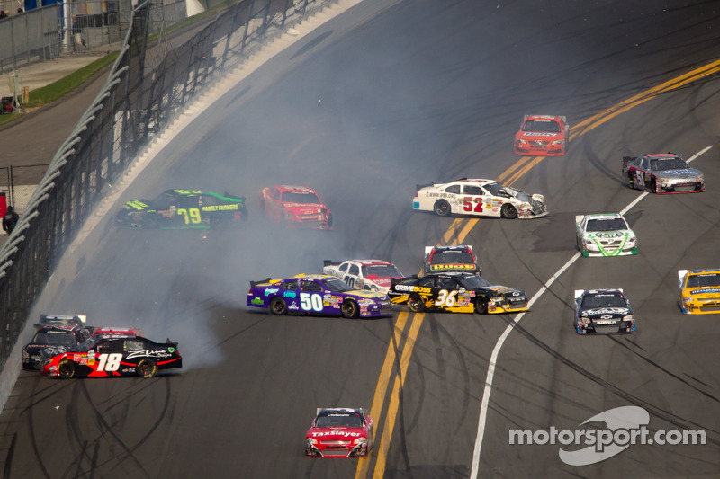 Justin Allgaier, Turner Motorsports Chevrolet, Kenny Wallace, RAB Racing Toyota, Mike Wallace, JD Motorsports Chevrolet, Josh Wise, Key Motorsports, Ryan Truex, Tommy Baldwin Racing Toyota Chevrolet crash