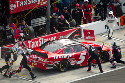 Pit stop for Dale Earnhardt Jr., JR Motorsports Chevrolet