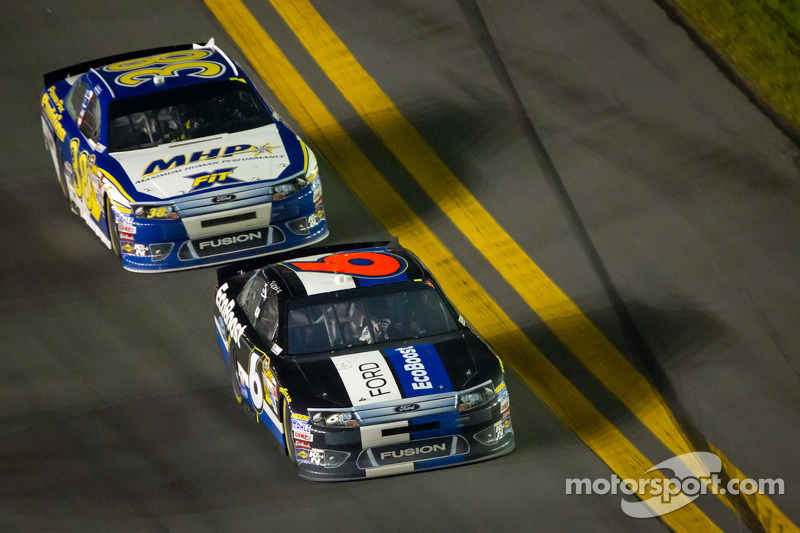Ricky Stenhouse Jr., Roush Fenway Racing Ford en David Gilliland, Front Row Motorsports Ford