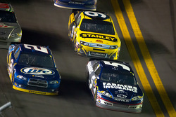 Brad Keselowski, Penske Racing Dodge and Kasey Kahne, Hendrick Motorsports Chevrolet