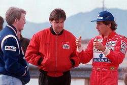 Ayrton Senna, Paul Tracy ve Nigel Beresford, Team Penske ile konuşuyor