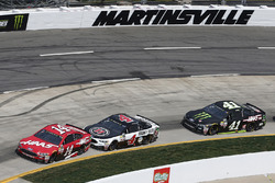 Clint Bowyer, Stewart-Haas Racing Ford, Kevin Harvick, Stewart-Haas Racing Ford, Kurt Busch, Stewart-Haas Racing Ford