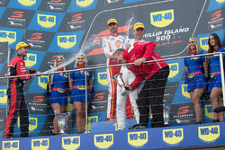 Podium: race winner Fabian Coulthard, Team Penske Ford, second place Jamie Whincup, Triple Eight Race Engineering Holden, third place Garth Tander, Garry Rogers Motorsport