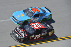 Erik Jones, Joe Gibbs Racing Toyota, Aric Almirola, Biagi-DenBeste Racing Ford