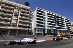Sergio Perez, Sahara Force India F1 VJM10, Romain Grosjean, Haas F1 Team VF-17
