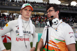 Nico Hulkenberg, Sahara Force India F1 talks with Bradley Joyce, Sahara Force India F1 Race Engineer on the grid