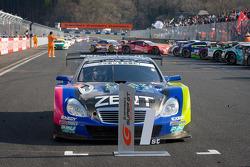 Race winner #38 Lexus Team Zent Cerumo Lexus SC430: Yuji Tachikawa, Kohei Hirate
