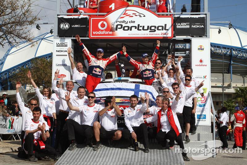 Uitgesloten winnaars Mikko Hirvonen en Jarmo Lehtinen, Citroën DS3 WRC, Citroën Total World Rally Team