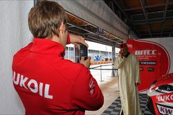 Alexey Dudukalo, SEAT Leon WTCC, Lukoil Racing Team en Gabriele Tarquini, SEAT Leon WTCC, Lukoil Racing Team