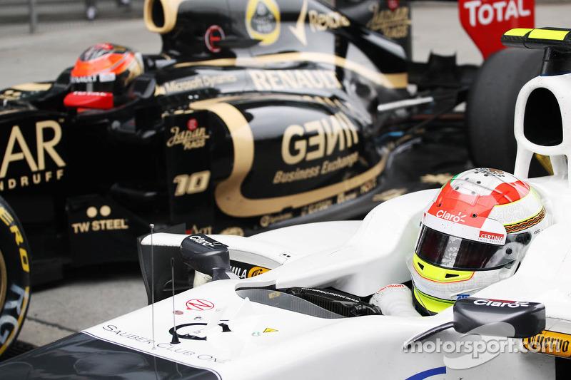 Sergio Pérez, Sauber F1 Team y Romain Grosjean, Lotus F1 en parc ferme
