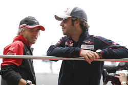 Charles Pic, Marussia F1 Team met Jean-Eric Vergne, Scuderia Toro Rosso tijdens de rijdersparade
