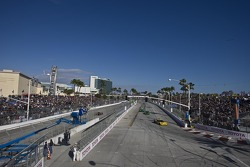ALMS race action,  up and down Shoreline