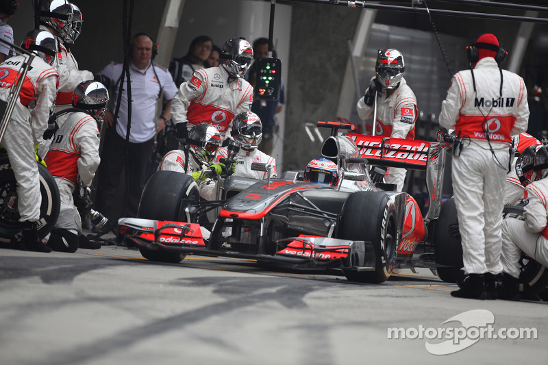 Jenson Button, McLaren Mercedes pitstop