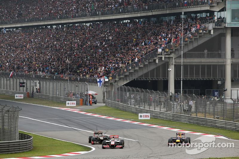 Jenson Button, McLaren gevecht met Kimi Raikkonen, Lotus en Mark Webber, Red Bull Racing