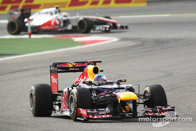 Sebastian Vettel, Red Bull Racing voor Lewis Hamilton, McLaren