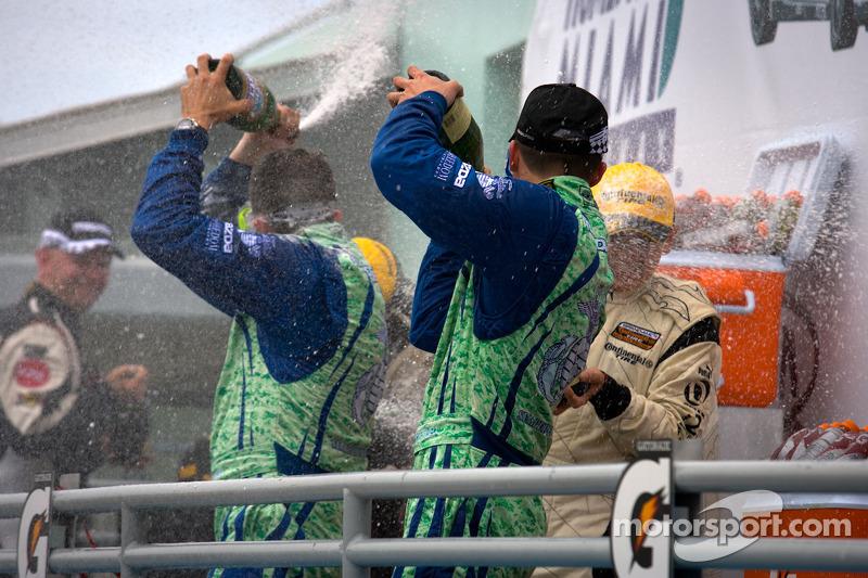 ST podium: champagne