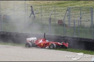 Fernando Alonso, Scuderia Ferrari crashes in the updated Ferrari