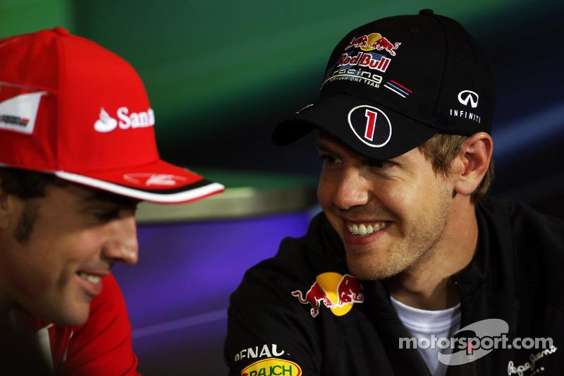 Fernando Alonso, Scuderia Ferrari met Sebastian Vettel, Red Bull Racing in de FIA persconferentie