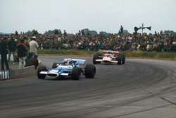 Джеки Стюарт, Matra MS80 Ford, и Йохен Риндт, Lotus 49B Ford