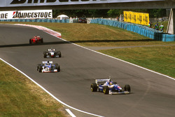 Jacques Villeneuve, Williams Renault, Damon Hill, Arrows A18 Yamaha, Mika Hakkinen, McLaren MP4/12 Mercedes en Eddie Irvine, Ferrari F310B
