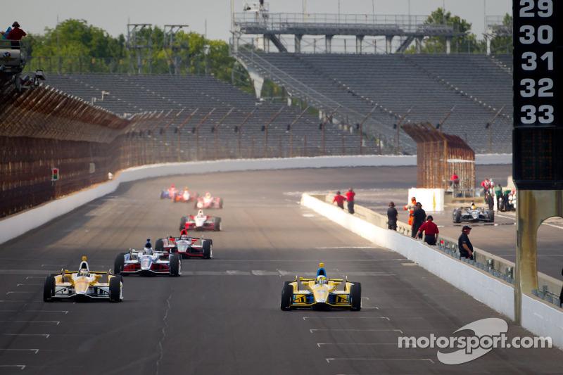 Ryan Hunter-Reay, Andretti Autosport Chevrolet and Ana Beatriz, Andretti Autosport/Conquest Racing Chevrolet