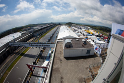 Overiew of the paddock and the pitlane