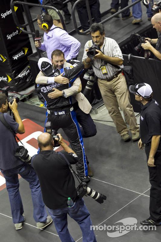 Chad Knaus en het Hendrick Motorsport team vieren