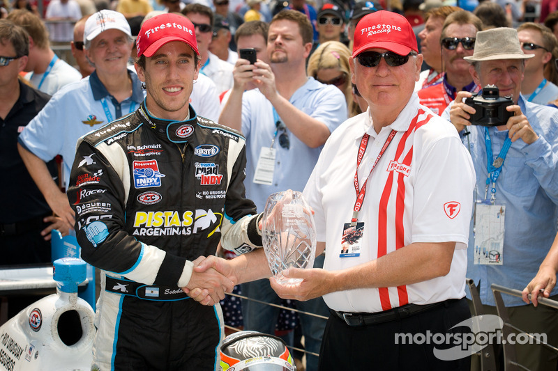 Victory lane: race winner Esteban Guerrieri, Sam Schmidt Motorsports celebrates